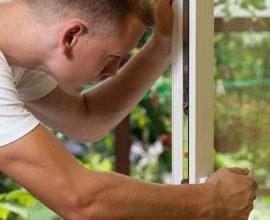 Winter maintenance of window frames   House Solutions